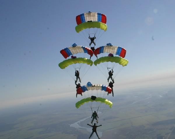 kupolnaya-akrobatika-parashutisty