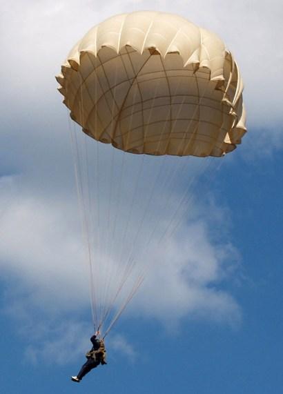 pervyj-prygok-s-parashutom