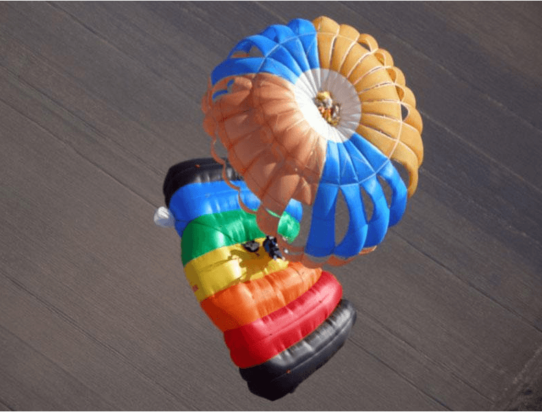 Этажерка— парашюты Ут-15 и крыло